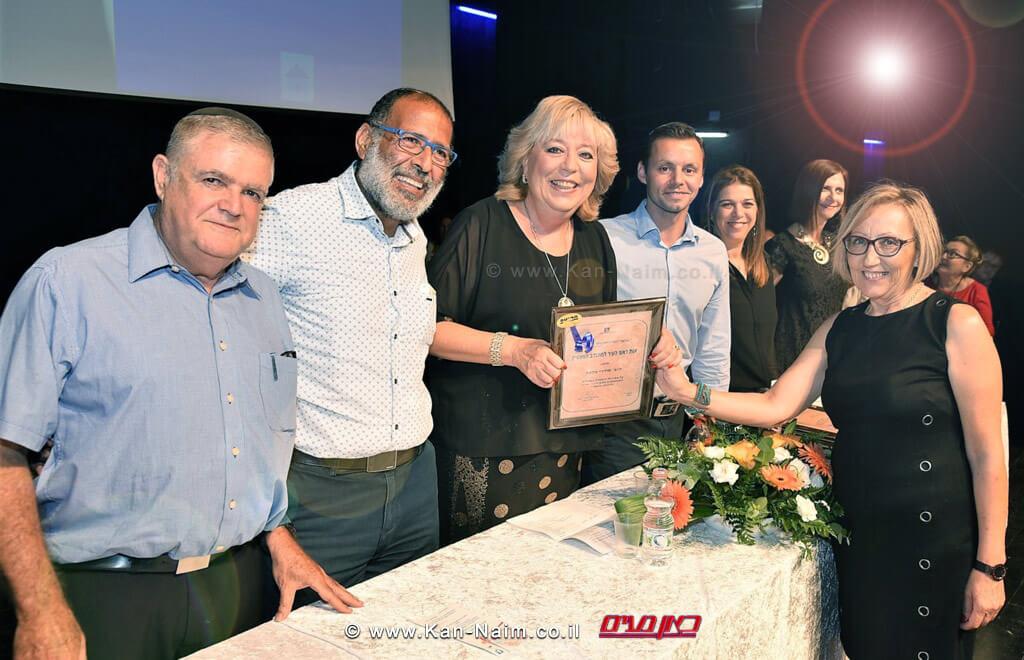 ראש העיר נתניה הגב' מרים פיירברג-איכרבטקס 'אות ראש העיר נתניה' למתנדבים המצטיינים |צילום: רן אליהו