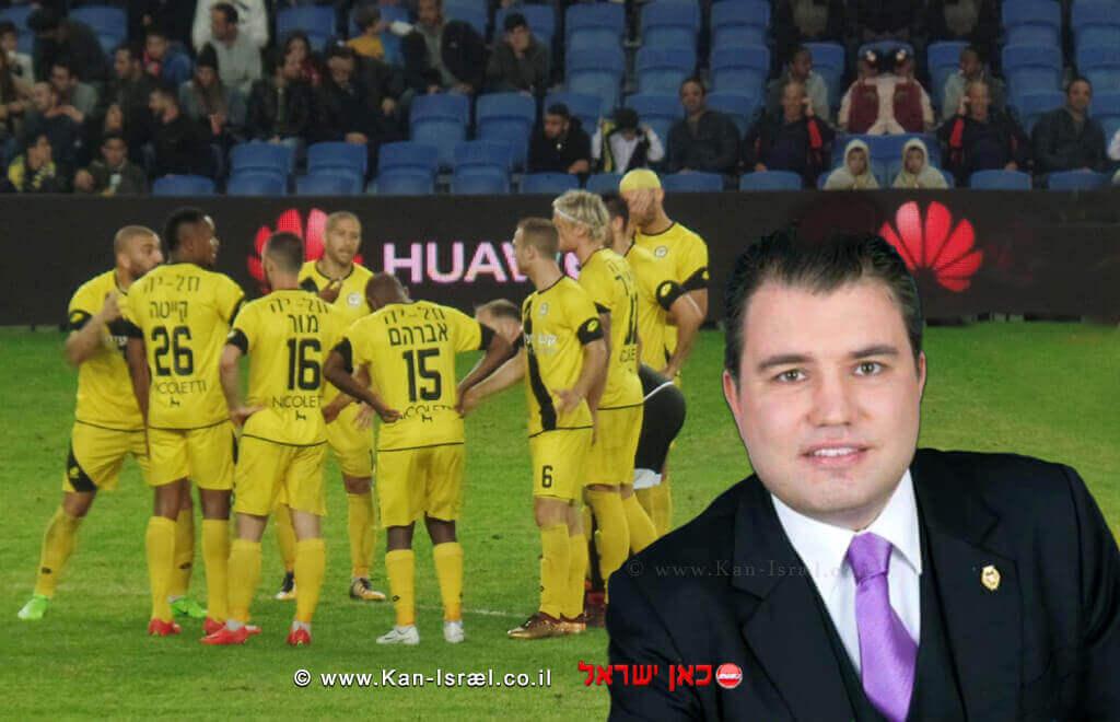 חבר מועצת העיר נתניה, עורך דין אדיר בנימיני | ברקע: כדורגלני מועדון מכבי נתניה