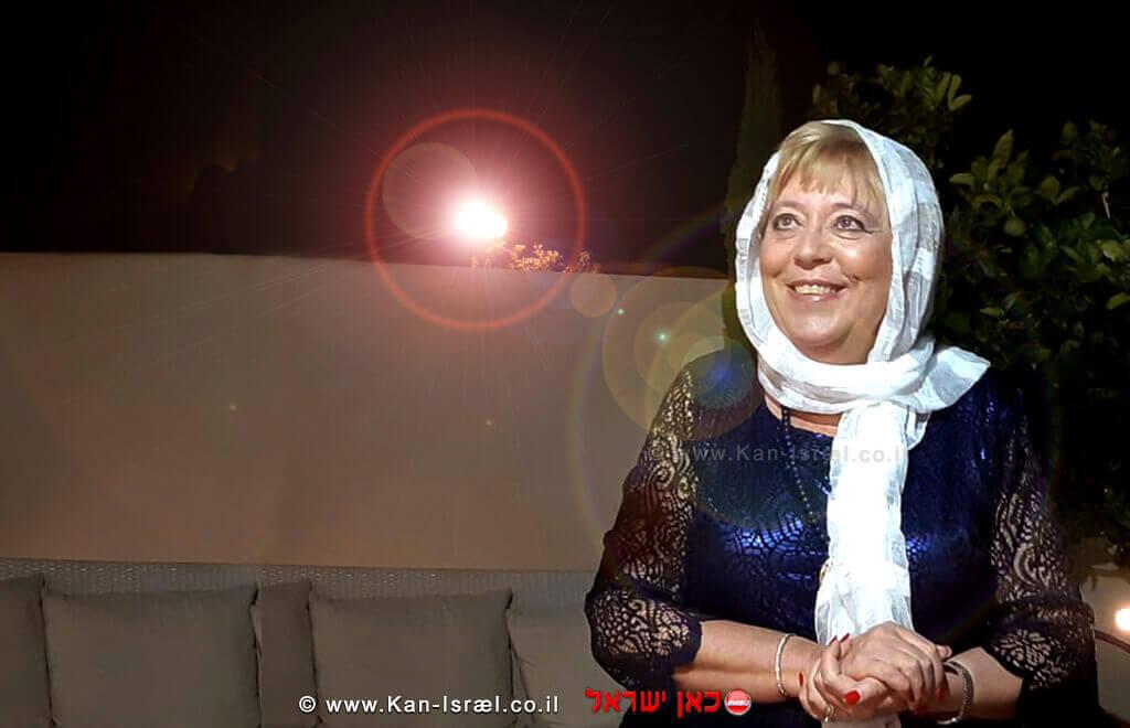 הגברת מרים פיירברג-אכר ראש עיריית נתניה נושאת תפילה| צילום: רן אליהו | עיבוד: שולי סונגו