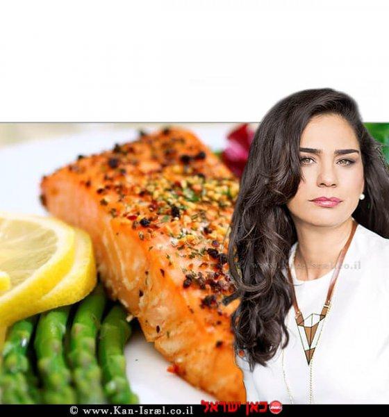 חלי ממן, קבוצות תמיכה לאורח חיים בריא | ברקע: דג סלומון וסלט | צילום:iStock | עיבוד צילום: שולי סונגו